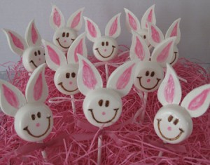 Smiley-Face-White-Chocolate-Easter-Bunnies-2