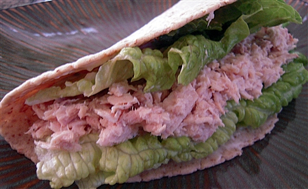 Light Lunch: Tuna wrap under 300 calories